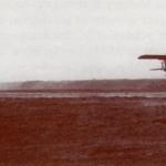 """Un planeador Kranichs II remolcado por la Fieseler """"storch"""" , en pleno remolque"""